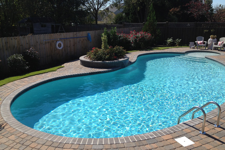 kidney shaped gunite pool